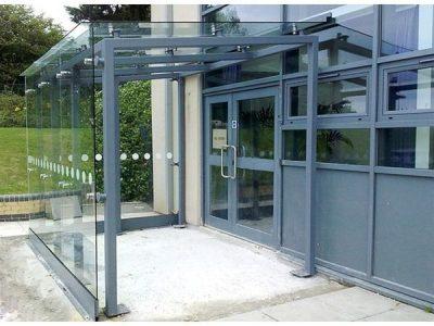 EK11 Open Sided Glass Entrance Kiosk to School Truro – Urban Design