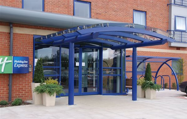 EF01 Faceted Glass Entrance Feature Hotel Banbury
