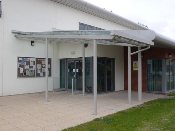 EF07 Supported Glass Entrance Feature School Bilston